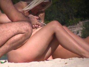 Mädchen Zeiten bei nacktes Platz Heißes Williges nacktes