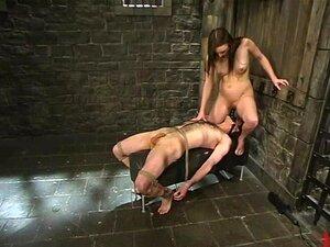 Herrin Bella Rossi erstickt den Sklaven mit ihrem großen weißen Arsch