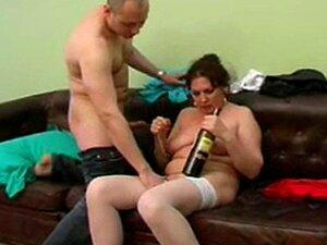 Bruder zieht schwester nackt aus