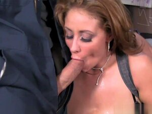 Milfie Eva Notty wichst mit ihrer großen Blase im POV den Schwanz