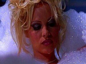 Pamela Morrison wird von ihrem Pool gefressen, gefickt und ins Gesicht gefickt