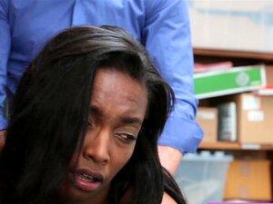 Schwarzer Teenager saugen weißen Schwanz