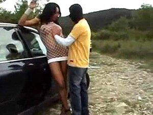 Heiße brasilianische Transe Bruninha Almeida wird von einem dreckigen Kerl in den Arsch gefickt