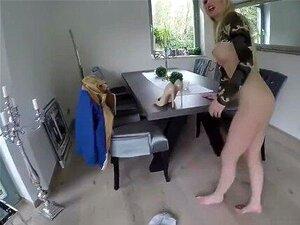 Cat nackt pisst lucy Lucy Cat