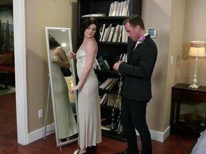 Jessica Rex kann es kaum erwarten, dass BF sie fickt, also geht sie zu ihm ins Badezimmer