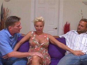 Ehefrau Teilen Freund Blondine Gehorsame Frau