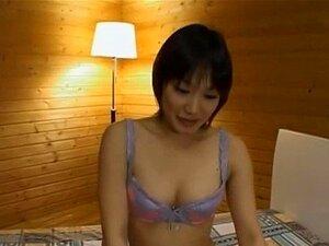 Dünne japanische Krankenschwester Ruri Narumiya bekommt Bukkake nach Hardcore-Sex