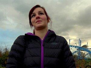 Beeindruckendes Ebenholz-Girl Lisa Tiffian fickt und bläst einen Gloryhole-Schwanz