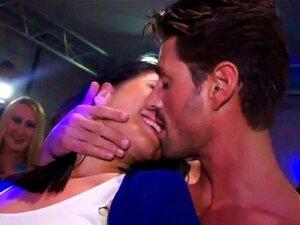 Teens küssen in echte Pussy Küssen Porno