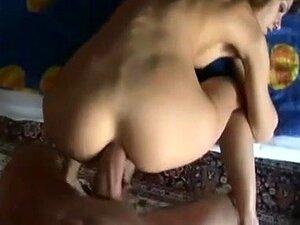 Elle Rose bekommt ihren slawischen Arsch nach dem Analfick mit Sperma gefüllt