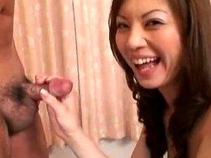 Karen Natsuhara ist eine üppige japanische MILF, die Creampies liebt