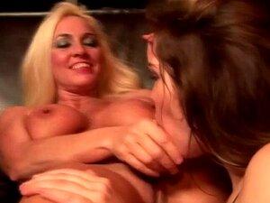 Teen Lesbisch lehrt Cougar YOUNG AND