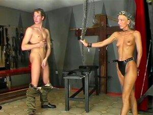 Sklavenmädchen Öffentliche Demütigung